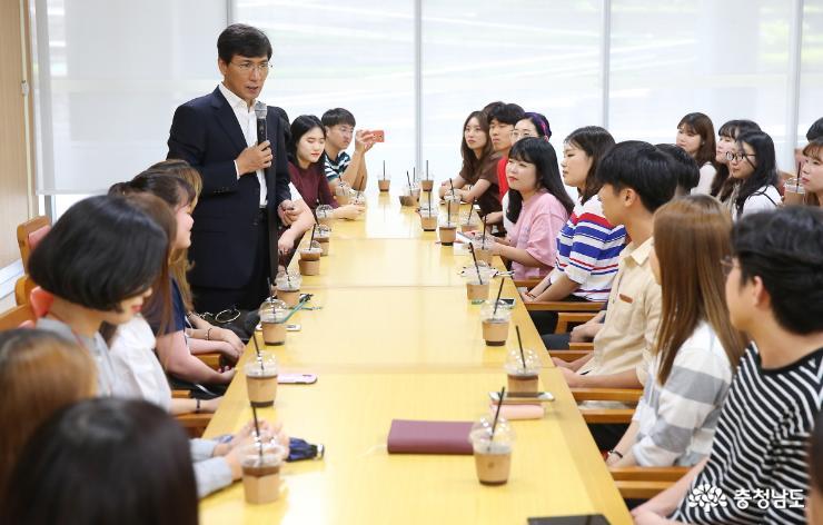 안희정 지사, 아르바이트 대학생과의 대화