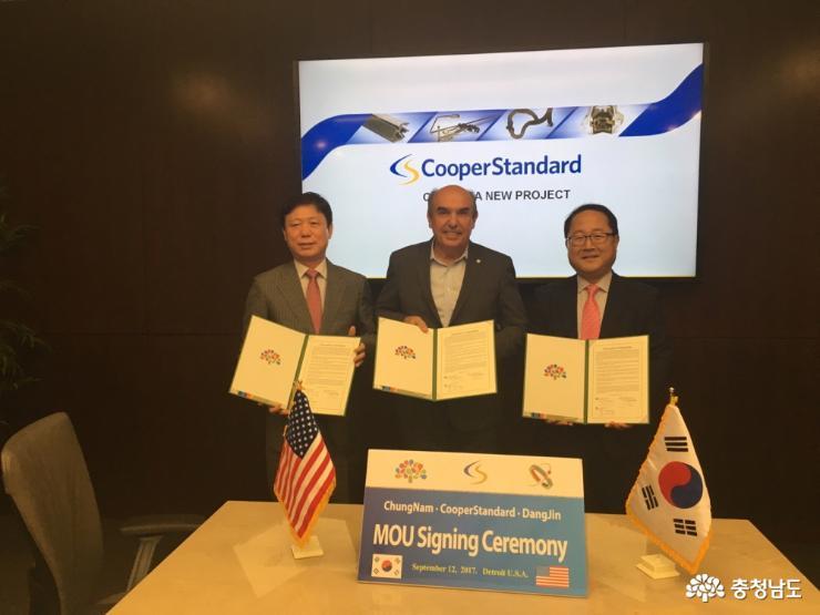 Keith Stephenson, Executive Vice President at Cooper Standard Group and Shim Byeong-sub, Vice Mayor of Dangjin