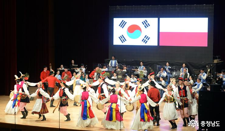 """Korea-Poland"" display 15 years of international comity"