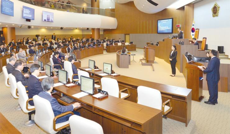 도의회, 충남도 인권 조례 폐지안 공포