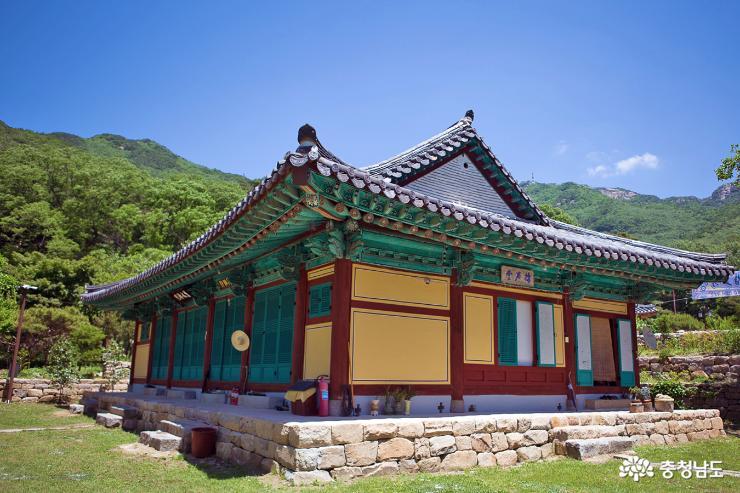 부처님 오신날  앞둔 계룡산 신원사 3