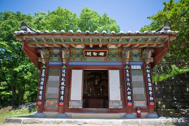 부처님 오신날  앞둔 계룡산 신원사 6
