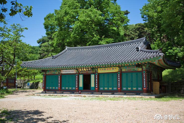 부처님 오신날  앞둔 계룡산 신원사 9