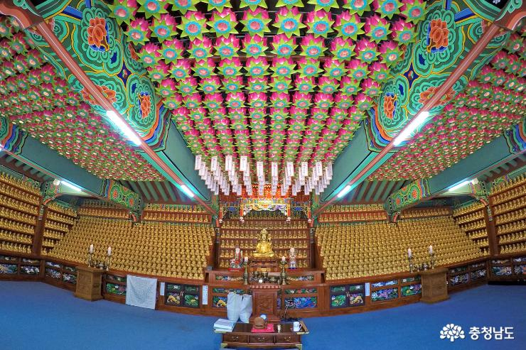 부처님 오신날  앞둔 계룡산 신원사 11