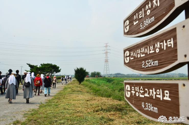 "Let's stroll along ""Beogeunae Pilgrimage Path"""