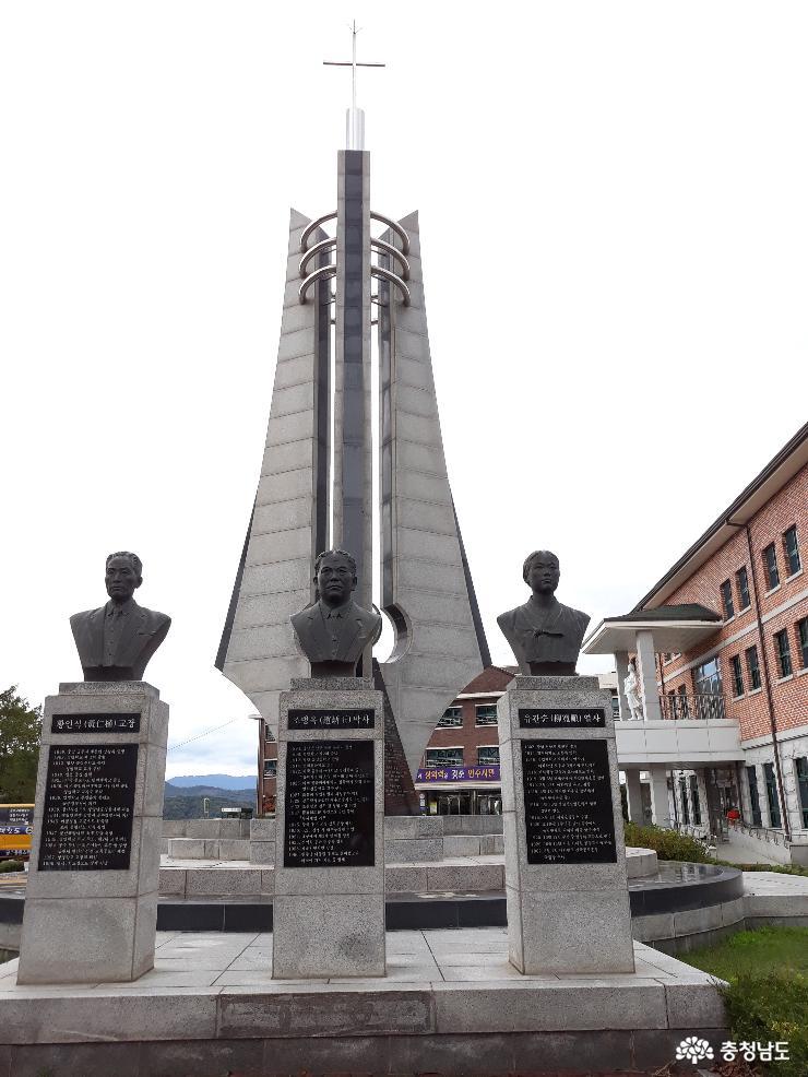 개교 100주년 기념탑