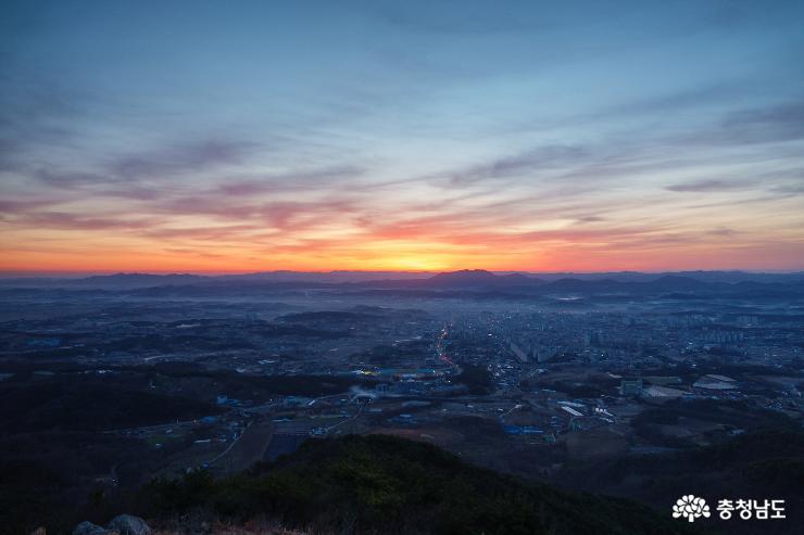 미세먼지 없이 쨍한 홍성 백월산의 아침 풍경