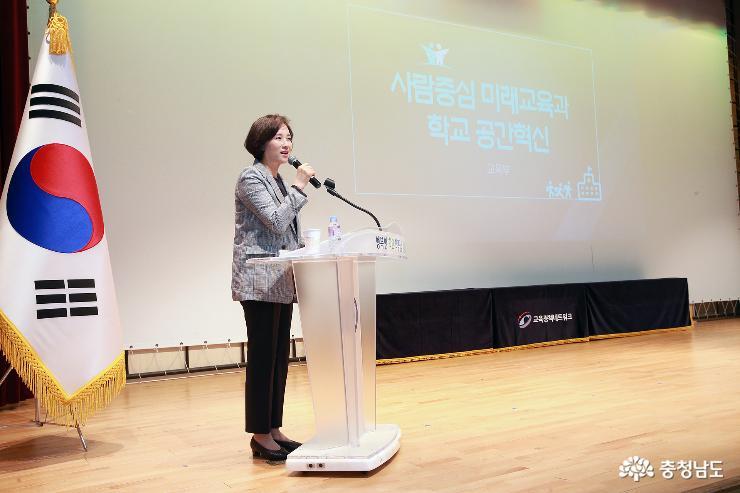 """유은혜 부총리 """"학교공간혁신은 사람중심교육의 출발점"""""""
