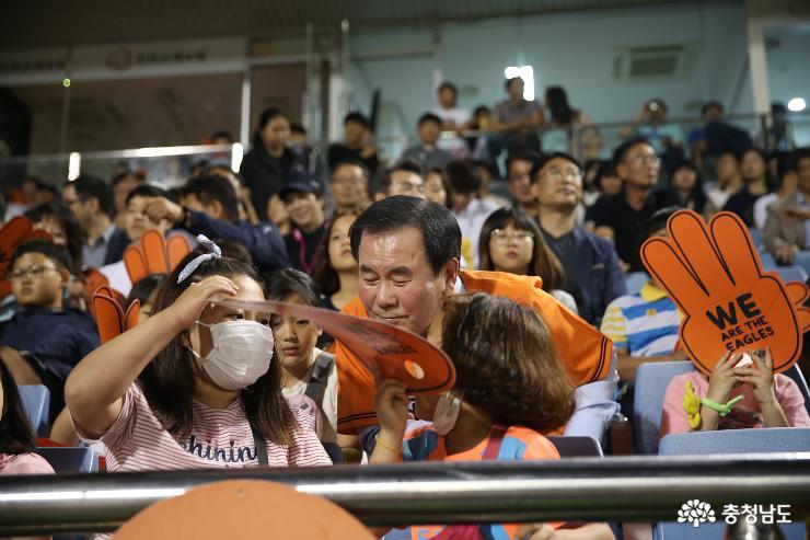 야구장에서 함성으로 피어난 행복한 충남교육!