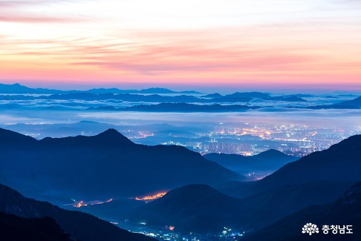 계룡산 국립공원의 아침 사진