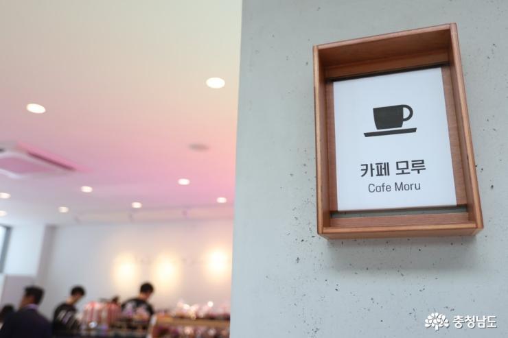 바람으로 지은 집, 논산에 <김홍신문학관> 개관 11