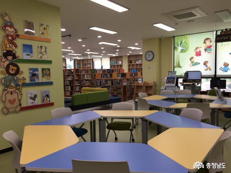 새단장 마치고 다시 문을 연 홍성도서관 3