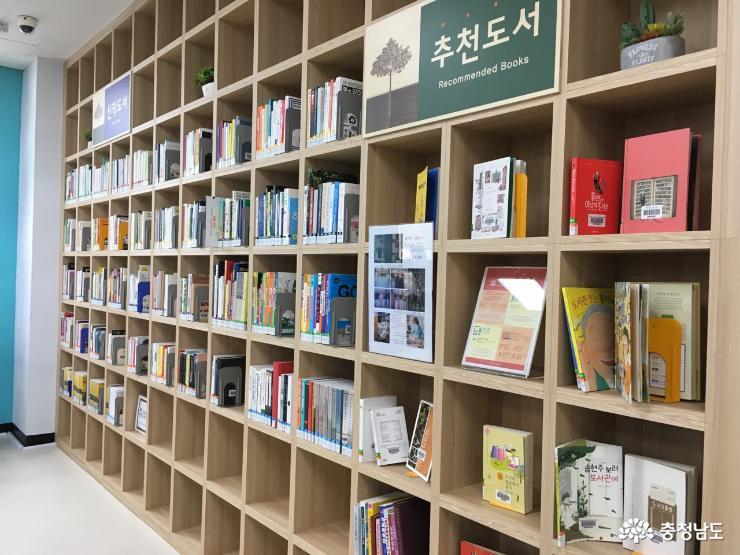 새단장 마치고 다시 문을 연 홍성도서관 14
