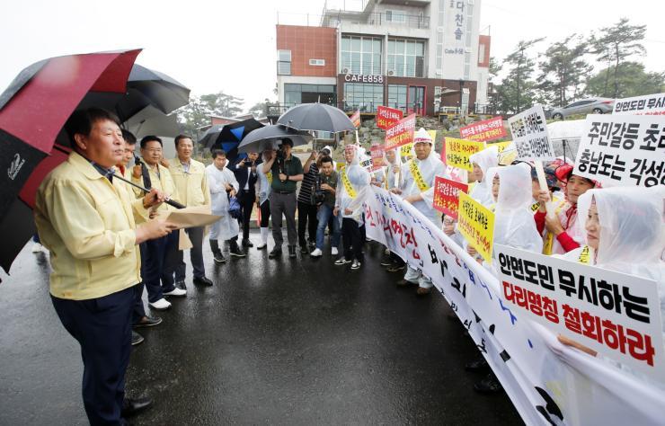 """폭우 속 충남도의원 만난 태안 고남주민들, """"잘 부탁합니다""""라고 한 이유"""