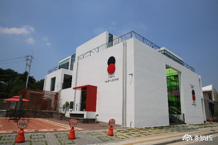 김홍신문학관에서 만난 김홍신 작가와 인간시장
