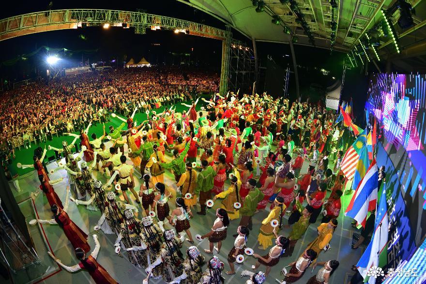 '5일간의 흥겨운 춤판'대한민국 대표 춤축제 '천안흥타령춤축제2019' 개막
