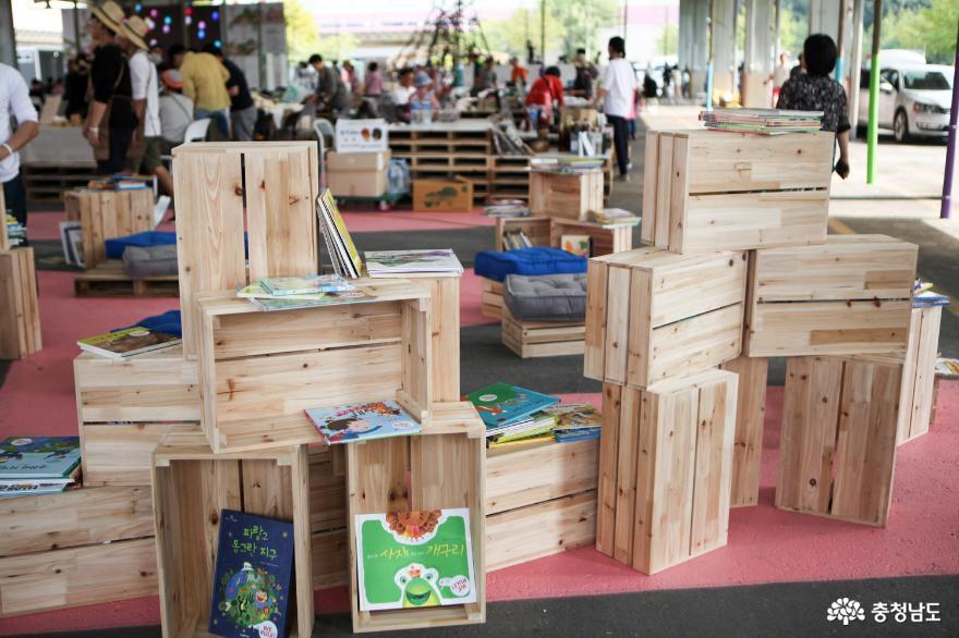 시민이 직접 참여해 꾸리는 마을도서관도 선보입니다.