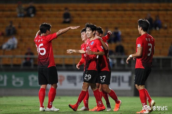 2020년 KFA 3부리그 참가 놓고 실업팀들 '눈치싸움'…천안시청축구단 선제적 움직임 '눈길'