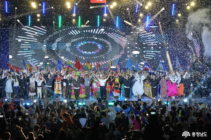 신명나는 춤으로 하나되었던 세계인의 축제  '2019 천안흥타령춤축제' 74