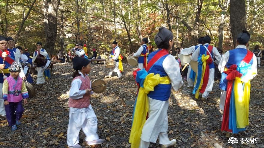 관광객을 보듬는 성주산 단풍길 걷기대회 2