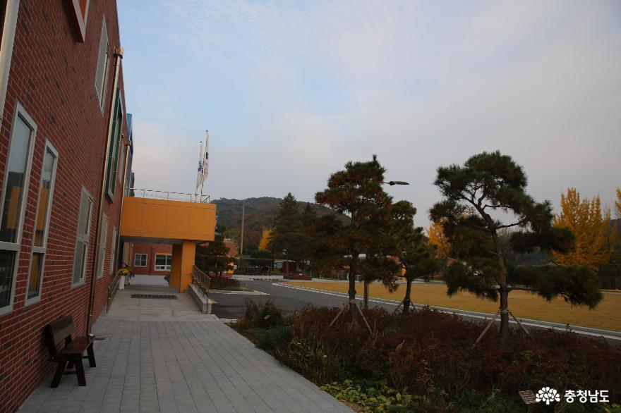 충청남도 비어 있는 건물의 활용 '모두휴야영장'