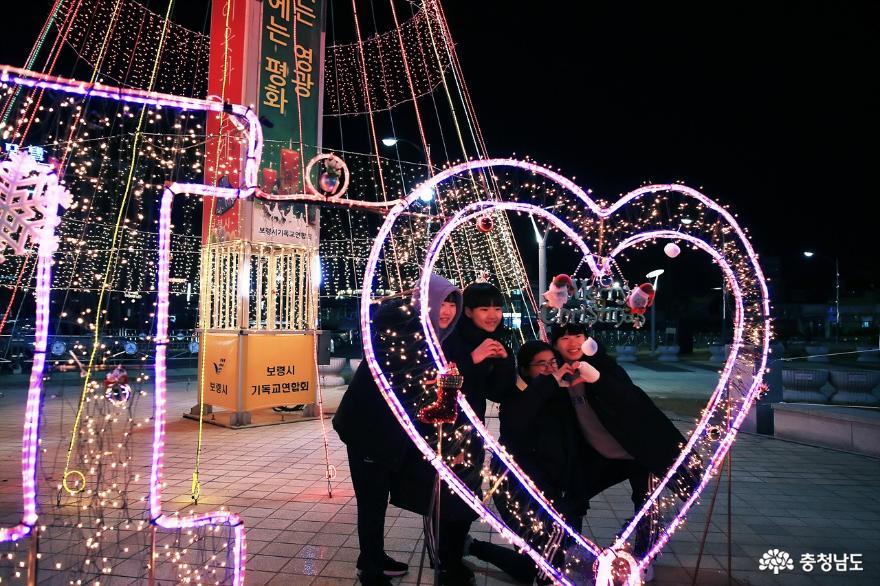 【포토】보령시,'성탄트리'점등으로 사랑의 불 밝히다