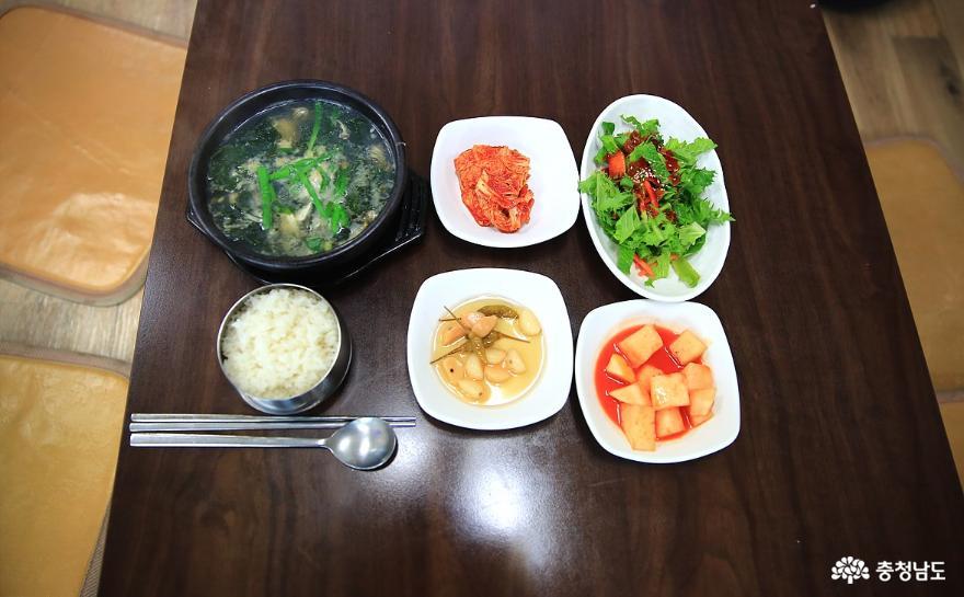 이 겨울 보양식은 굴국밥 한 그릇이면 끝! 10