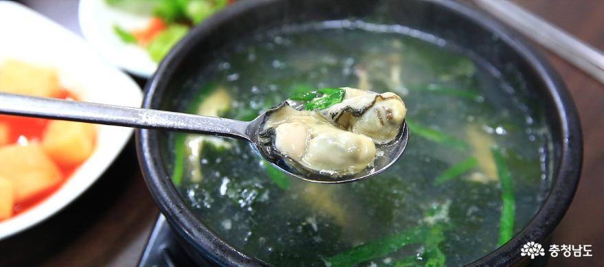 이 겨울 보양식은 굴국밥 한 그릇이면 끝! 13