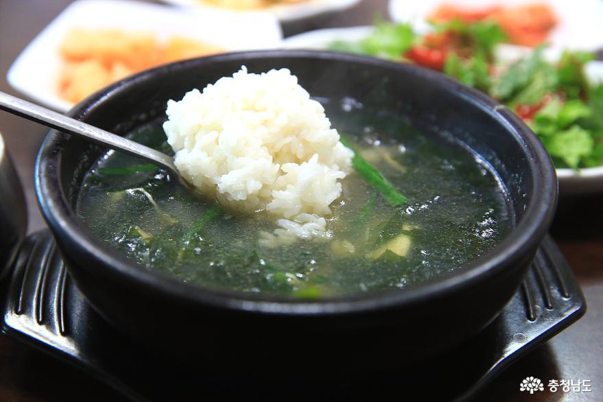 이 겨울 보양식은 굴국밥 한 그릇이면 끝! 15