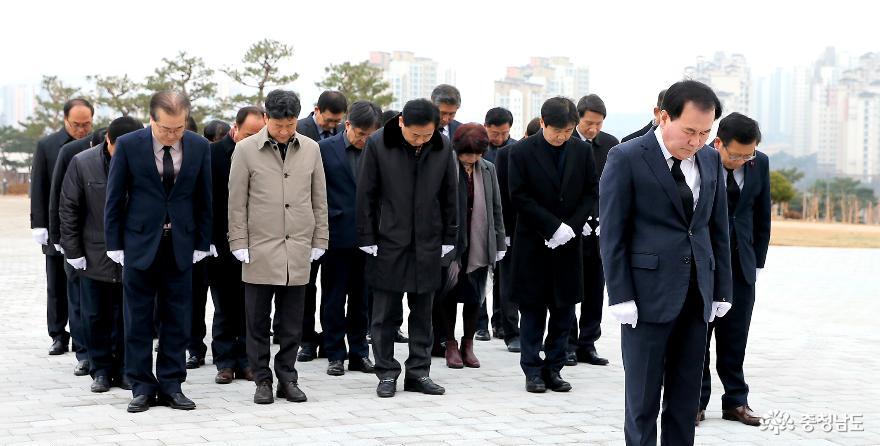 충남교육청, 충남보훈공원 충혼탑 참배 후 새해업무 시작