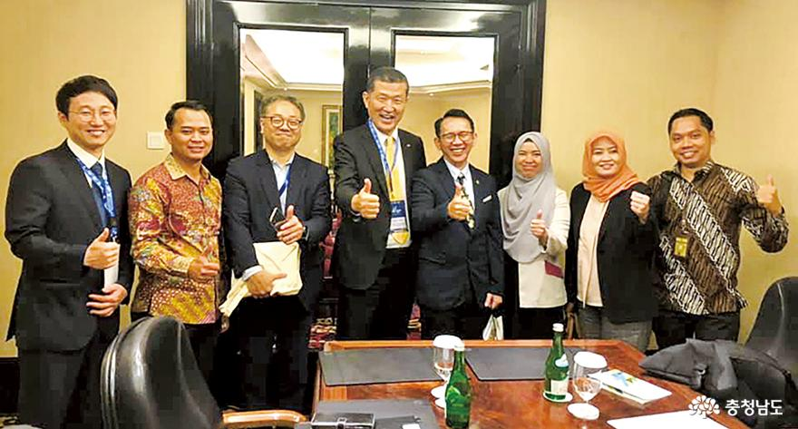 Expand exchanges with Indonesia's 'economic center' 1