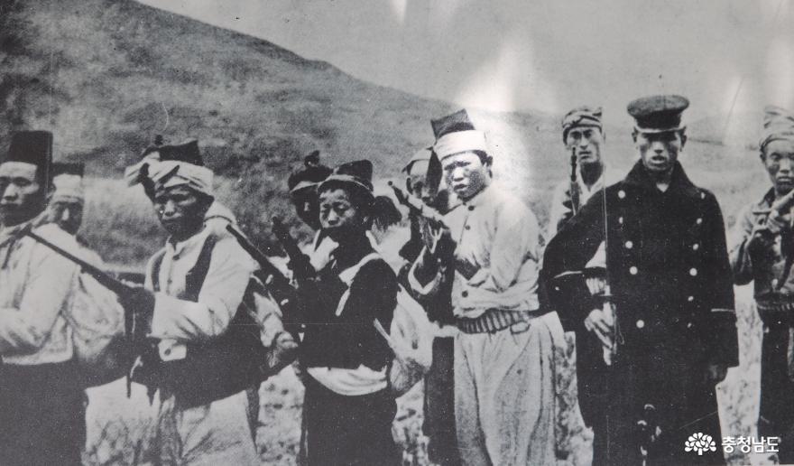 구한말 의병부대 모습 (1906년)