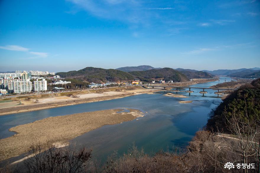공산성 성곽에서 내려다 본 금강의 모습