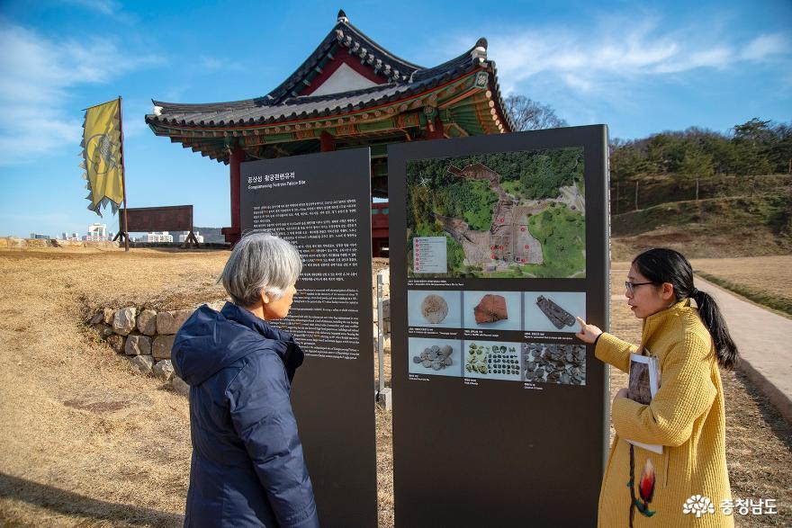 일본인 문화해설사의 해설 모습