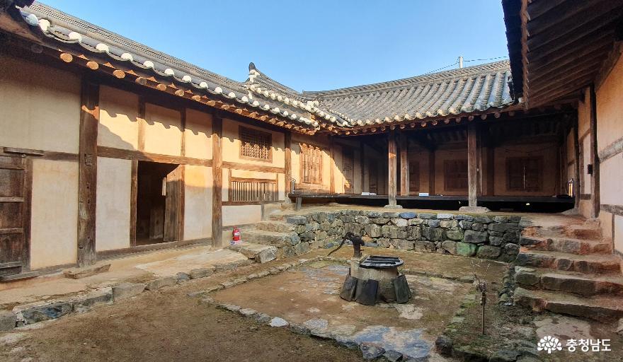 홍성 노은리고택 안채 전경.