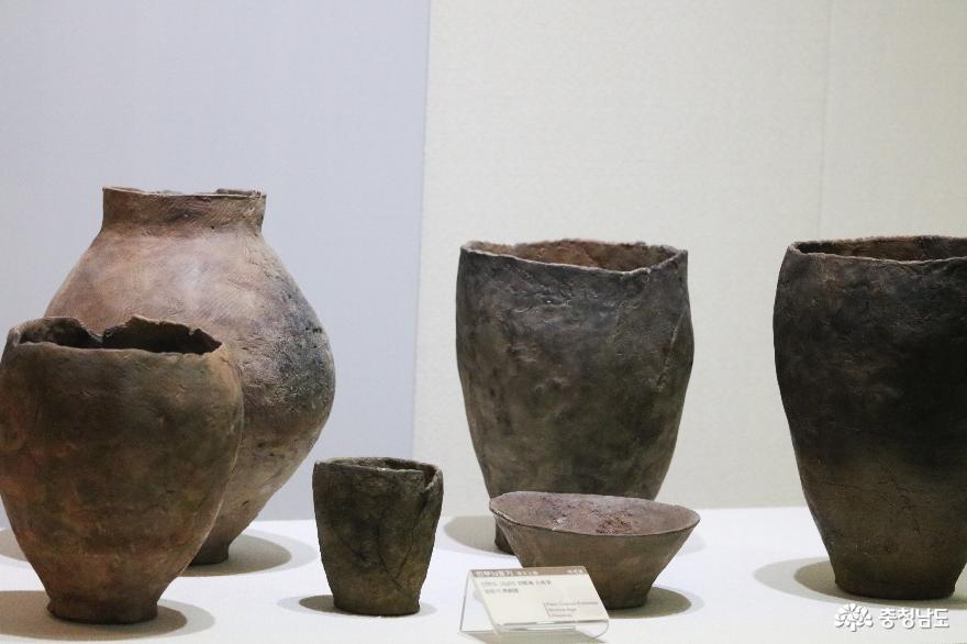 안면도 고남리에서 출토된 민무늬 토기 복제품 (청동기 시대)