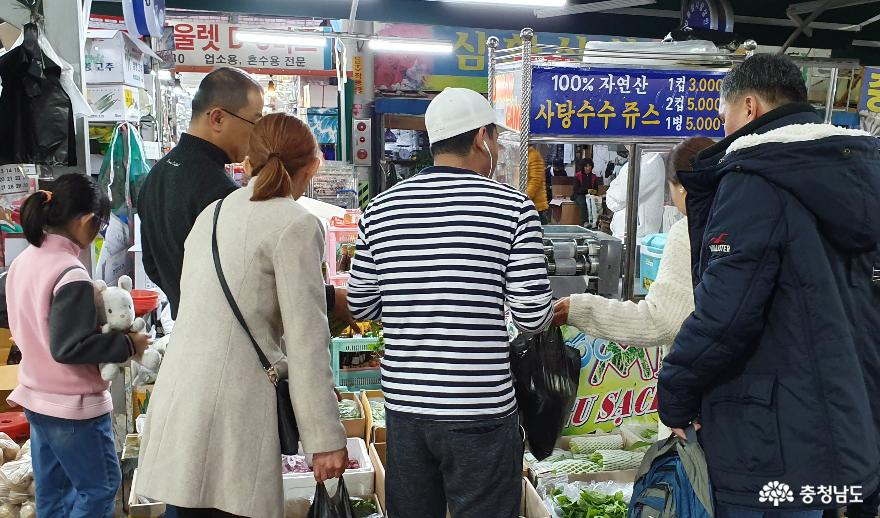 다문화 영향으로 전통시장에서 손쉽게 볼 수 있는 동남아 식재료.