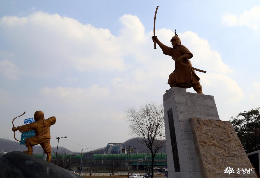 천안시 동남구 삼거리공원 인근의 충무공 김시민장군 동상. 천안시청 제공
