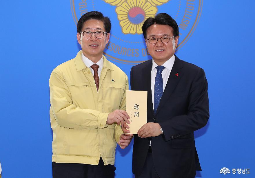 양승조 지사, 아산 임시생활시설 근무 경찰관 격려 1