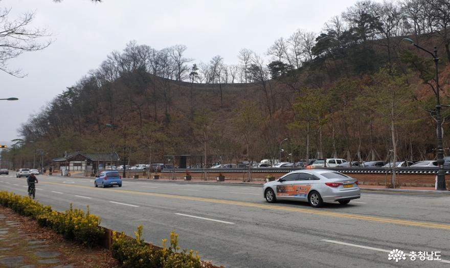 2020년 2월의 공산성 소형 주차장으로 조성된 성 밑 마을