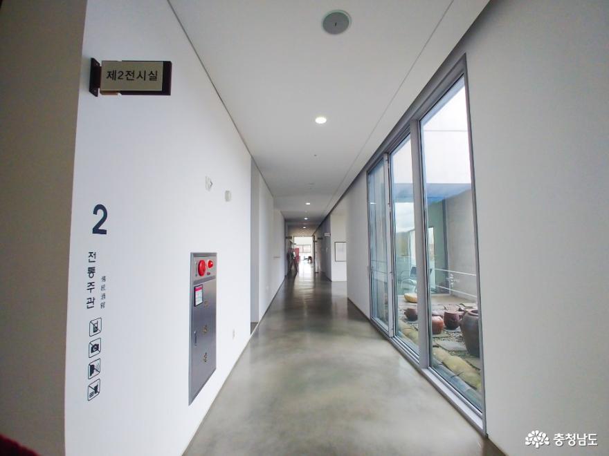 전시실 2층 복도