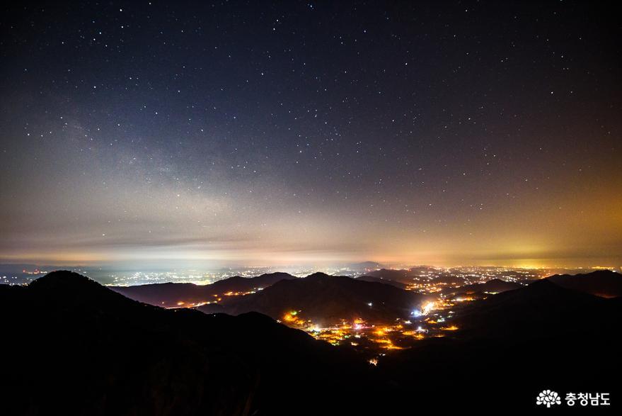 밤하늘 별이 빛나던 가야산의 새벽풍경 사진