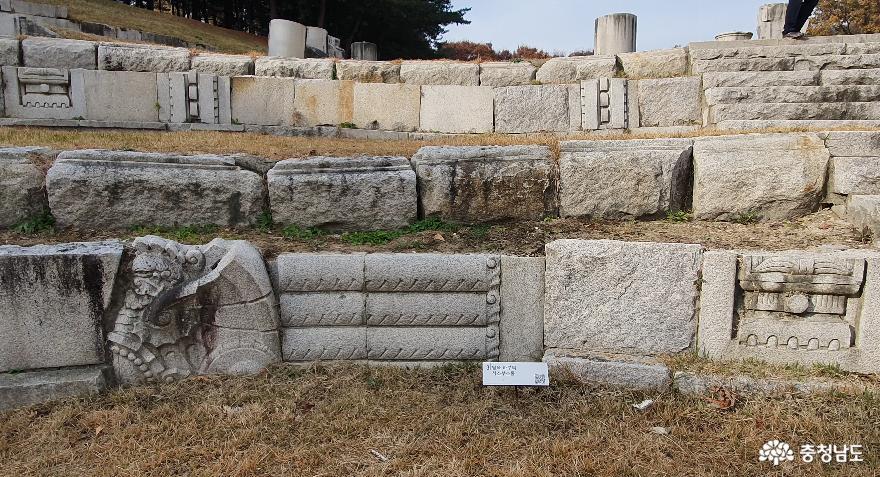 독립기념관 조선총독부 철거부재 전시공원의 탑옥하부 석조부조물.