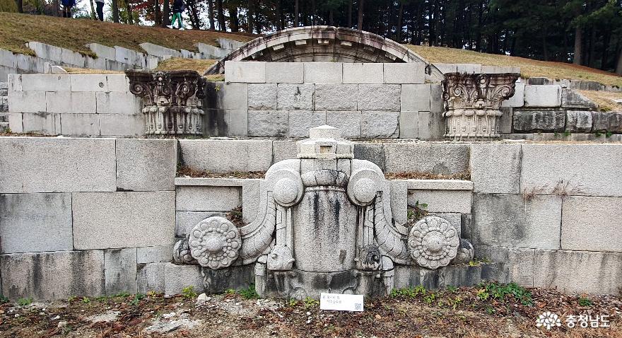독립기념관 조선총독부 철거부재 전시공원. 모서리탑 석조장식물.