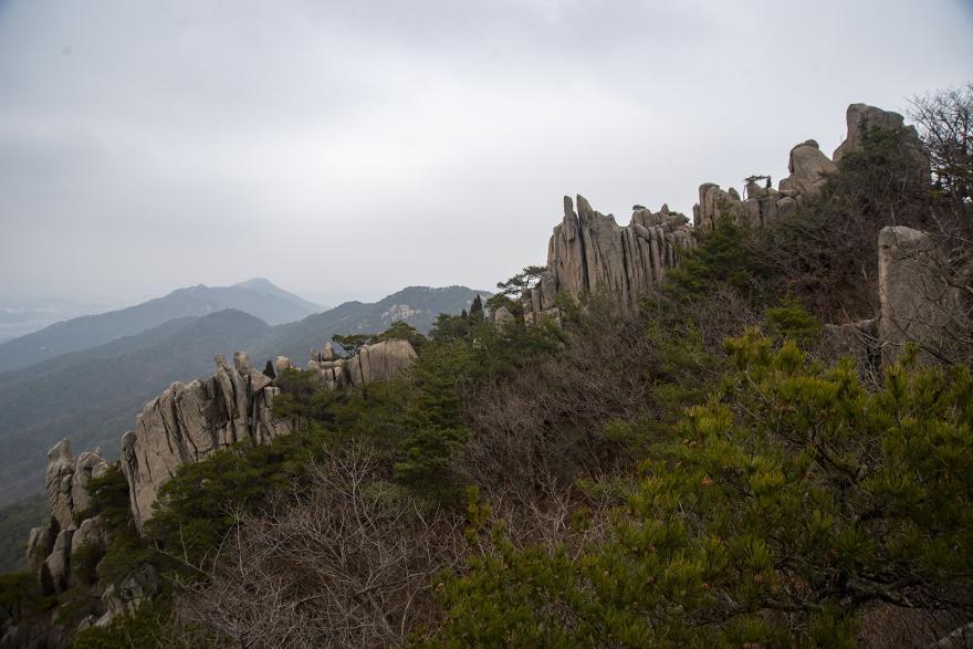 용봉산 악귀봉에서 바라본 기암괴석