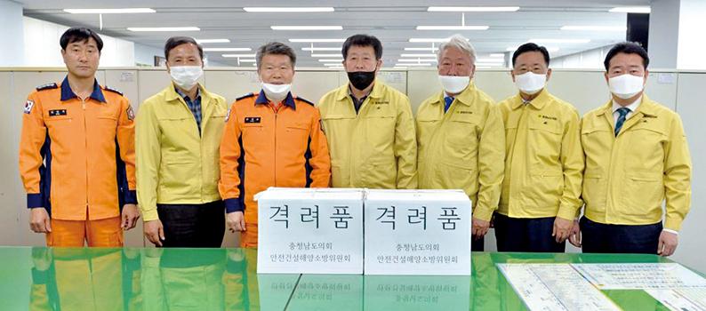 안전건설해양소방위원회가 119광역기동단을 찾아 격려품을 전달했다.