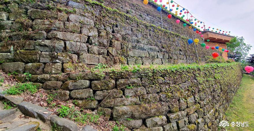 천안 성불사 대웅전을 오르는 계단길 3.