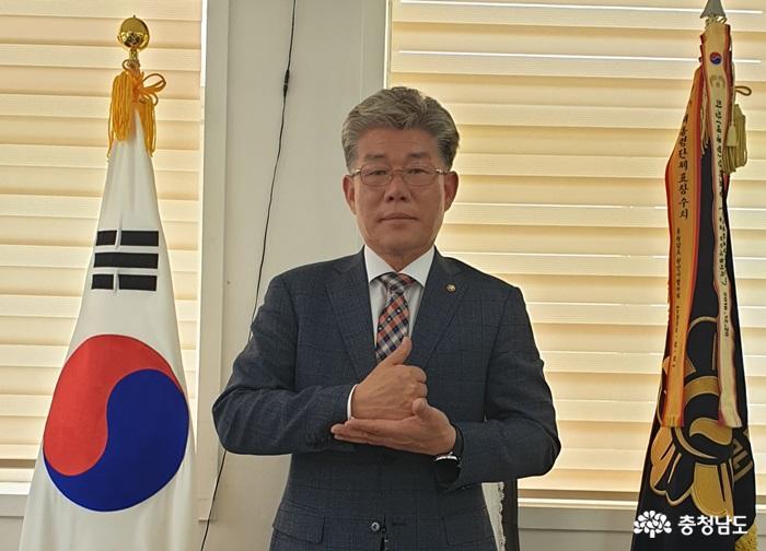 이완용 민주평통 천안시협의회장, '덕분에 챌린지' 동참