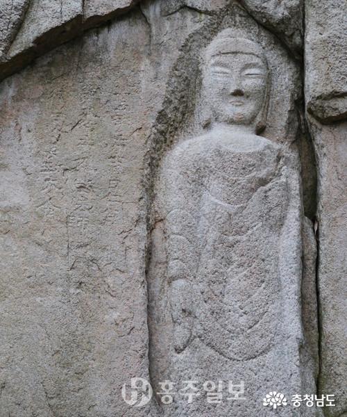 용봉산 '용봉사마애불'(충남유형문화재 제118호)