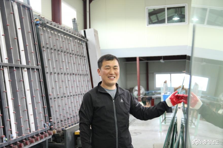 나눔 실천하는 유리 전문 기술자, 동산유리 성창용 대표